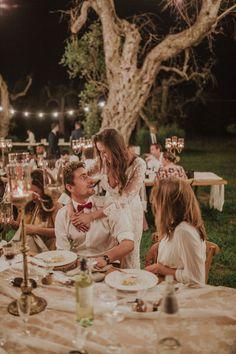 Mariage Beautiful wedding decoration for Tiffany& Damien / décoration de table / lightning decoration . Wedding in a beautiful garden in Italy full of romance 💖✨ made by noces italienes #wedding #magic #naturewedding #weddinplanner #fun #fairepart #fairepartmaraige#colorsinature#photobooth#puglia#thisispuglia #love#light #italy #puglia