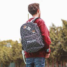 Objednal/a sis některý z nových bts produktů 2020? Pochlub se dole v komentech! #bts #realgeek #realgeekcz #rg #realgeekbts #batoh #moonuvmerch #moon #studiomoontv Herschel Heritage Backpack, Fashion Backpack, Bts, Backpacks, Instagram, Backpack, Backpacker, Backpacking