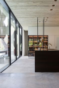 These minimalist kitchen concepts are equivalent parts tranquil and fashionable. Find the most effective suggestions for your minimalist design kitchen that fits your preference. Surf for incredible images of minimalist design kitchen for inspiration. Küchen Design, House Design, Interior Design, Modern Interior, Eclectic Modern, Scandinavian Modern, Design Styles, Modern Luxury, Home Decor Kitchen