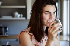 Hydrate to lose weight: Here's why people swear by water for weight loss Creme Anti Rides, Low Calorie Drinks, Deep Breathing Exercises, Weight Loss Water, Simple Life Hacks, Why People, How To Increase Energy, Intermittent Fasting, Best Diets