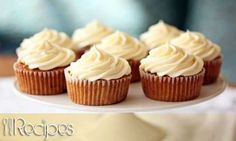 Give these carrot cupcakes with cream cheese frosting to your favorite Easter bunnies this year. Everyone will love them. Yield : 18 CUPCAKES Smartpoints: 7 Ingredients : ½ cup raisins 2 c…