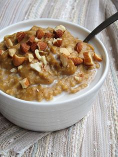 Yep. My Pumpkin Pie Baked Oatmeal  was a hit, so I decided to try it out on the stove as well. :) Everything's better on the stove, right? ...