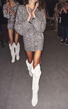 comment porter une robe en sequins et paillettes Source by BeeHappyDolly – Women's Fashion Runway Fashion, Fashion Outfits, Womens Fashion, Fashion Tips, Fashion Trends, Classy Fashion, Color Fashion, Fashion Weeks, Petite Fashion