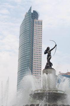 México City Fuente de la Diana Cazadora. Y Torre Mayor el edificio mas alto de México.