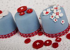 mini cakes • | Nelle Cakes