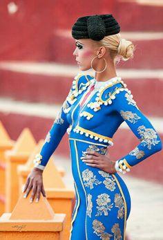 body paint - Testre festett elegáns női öltözet