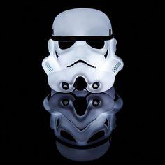 La lampe LED Stormtrooper pour une déco Star Wars. Il veillera sur votre tranquillité le soir. Effet garanti pour tous les addicts de produits dérivés de cinéma. #stormtrooper #starwars #star #wars #lampe #decoration #geek #hightech #produitderive #ideecadeau #cadeau #cinema #saga