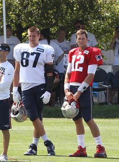 Rob Gronkowski stood close by Tom as they took a break from their exercises . Gronk Patriots, Edelman Patriots, New England Patriots Football, Nfl Football Players, Giants Football, Football Memes, Nfl Sports, Sports Teams, Nfl Photos