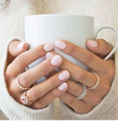 Here's my full guide to neutral nails including 25 neutral nail colors! Neutral nails work for any season but I've also broken down neutral nail colors by the time of year you're most likely to find them Vernis Rose Pale, Ongles Beiges, Neutral Nail Color, Neutral Tones, Neutral Gel Nails, Nail Colors For Pale Skin, Shellac Nail Colors, Skin Colors, Color Nails