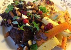 Höstrullader fyllda med trattkantareller, bacon, lök, persilja och lingon