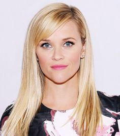 Reese Witherspoon paired her signature sleek blonde locks with fresh-faced makeup. // #Makeup #Beauty