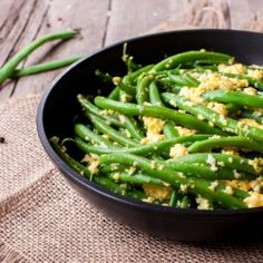 Fasole verde cu ouă cremoase la tigaie - CaTine.ro Green Beans, Vegetables, Cooking, Green, Salads, Kitchen, Vegetable Recipes, Brewing, Cuisine