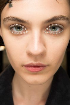 Dries Van Noten Spring 2018 Ready-to-Wear Beauty Photos - Vogue