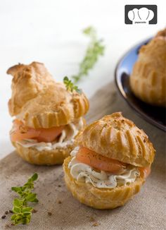 Bocaditos de salmón ahumado. Buena presentación y buen sabor para estas fiestas