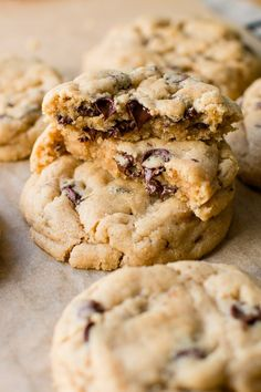 These are the best peanut butter chocolate chip cookies. They are super soft, pa… These are the best peanut butter chocolate chip cookies. They are super soft, packed with peanut butter flavor and loaded with chooclate. Easy Cookie Recipes, Dessert Recipes, Yummy Recipes, Diet Recipes, Recipies, Comida Diy, Chocolate Belga, Chocolate Peanuts, White Chocolate