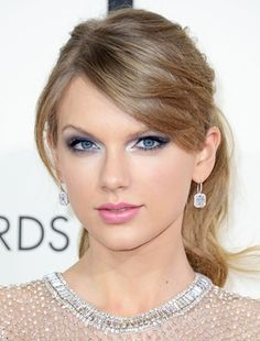 Taylor Swift at an award ceremony