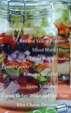 Interesting but I wonder what the benefit of a salad in a jar is? Maybe its just that it looks pretty. Mason Jar Meals, Meals In A Jar, Mason Jars, Salad In A Jar, Soup And Salad, Clean Eating, Healthy Eating, Cooking Recipes, Healthy Recipes
