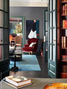 Коридор. Картина на стене работы Бруно Олле, приобретенная в Galeria Miquel  Alzueta. Кресло антикварное, обито тканью, Pepe Peñalver.