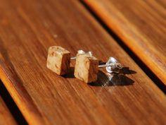 Square minimalist earrings Wine cork earrings di BalanceAtelier