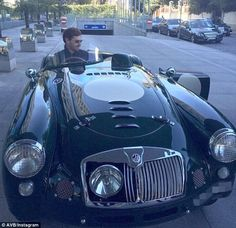 Andre Villas-Boas behind the wheel of a 1958 MGA roadster - Daily Good Pin Bugatti, Lamborghini, Ferrari, Vintage Sports Cars, British Sports Cars, Vintage Cars, Antique Cars, Triumph Tr3, Triumph Spitfire