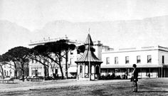 e first telegraph line, operating from this kiosk on the Grand Parade, and linking the Cape Castle and Simon's Town was opened in 1860 Before We Go, Historical Pictures, African History, Old Photos, Vintage Photos, Cape Town, Live, Old Houses, South Africa
