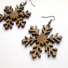 Snowflake Earrings Perfect winter earrings made from Birch Wood. Extremely light weight and ideal for all day wear. Great for those with sensitive ears. Earring Size: 2 inches (50mm) in diameter Your choice of: Fish Hooks - black gunmetal earwire Leverbacks - black gunmetal earwire made of alloy metal (lead, cadmium & nickel free) * all fish hook earrings come with two rubber safety backs. Every piece of wood is different, the grain in your jewelry may differ slightly from the wood in...
