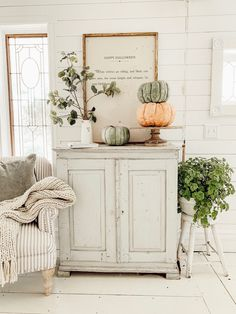 West Michigan Interior Designer, Liz Marie, creates a fall inspired cozy reading corner. Get inspired for your own reading nook! The Farm, Fall Home Decor, Autumn Home, Autumn Inspiration, Home Decor Inspiration, Decor Ideas, Decorating Ideas, Cozy Reading Corners, Reading Nook