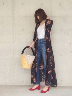 Basic tee and denim jeans with a kimono Denim Fashion, Fashion Photo, Fashion Outfits, Womens Fashion, European Street Style, Street Style Women, Japanese Fashion, Korean Fashion, Summer Outfits