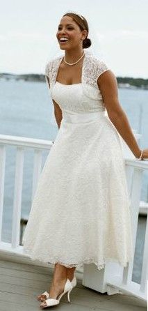 Tea Length Plus Size Wedding Dresses Can Be Tricky If You Are Petite It May Make Appear Shorter Than The Dress Work With An