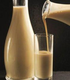 Aprende a preparar rompope de nuez con esta rica y fácil receta. Agregar a la leche el azúcar,carbonato,clavo,canela y se pone a hervir. Después la dejamos enfriar.Y...