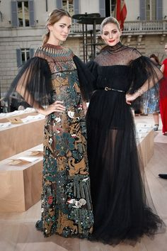 Olivia Palermo and Sofia Sanchez Barrenechea - Valentino 'Mirabilia Romae' Haute Couture Fall 2015 Front Row - July 2015 Más King Fashion, Fashion Week, Runway Fashion, Fashion Show, Fashion Outfits, Fashion Design, Fashion Edgy, Fashion 2018, Couture Fashion