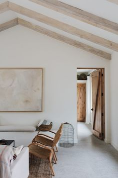 Minimalist Home Decor, Minimalist Design, Interior Styling, Interior Design, Mediterranean Design, Dark Interiors, Stores, Home Renovation, Living Room Decor