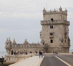 A Torre de Belém, em Lisboa, é Património Mundial pela UNESCO e um típico exemplo do estilo manuelino