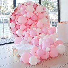 Pretty in pink! And what a feature! This has me dreaming up balloon backdrops for a DIY photo booth regram Balloon Installation, Balloon Backdrop, Balloon Wall, Balloon Garland, Balloon Ideas, Balloon Columns, Festa Party, Diy Party, Party Ideas