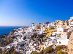 #travel #traveltips #travelphotography #santorini #greece #greecetravel #greeceislands #santorinigreece #santorinitravel Santorini Greece, New Adventures, Oh The Places You'll Go, Best Part Of Me, Beautiful Beaches, San Francisco Skyline, Travel Tips, Dolores Park, Island