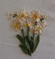 Silk Ribbon Embroidery: Tutorial - Jonquils lots of instruction on flowers