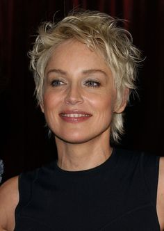 IN STYLE MAGAZINE GOLDEN GLOBE PARTY. BEVERLY HILTON HOTEL, BEVERLY HILLS, CA. JANUARY 25, 2004. Short Choppy Hair, Short Shag Hairstyles, Short Grey Hair, Haircuts For Fine Hair, Short Hair With Layers, Short Hair Cuts For Women, Short Haircut, Pixie Haircut, Short Hairstyles For Women