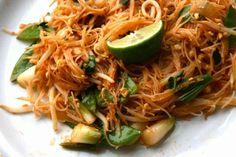 Meilleur pad thaï au monde Thai Recipes, Asian Recipes, Cooking Recipes, Healthy Recipes, Healthy Food, International Recipes, Entrees, Cravings, Good Food