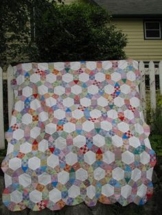 Jack's Chain (aka Rosalia Flower Garden) ~ vintage quilt pattern combining squares, hexagons, & equilateral triangles ~ from the book Patchwork Designs' by Maggie Malone Vintage Quilts Patterns, Easy Quilt Patterns, Crochet Patterns, Quilting Tips, Quilting Tutorials, Patchwork Designs, Quilting Designs, Geometric Designs, Patch Quilt