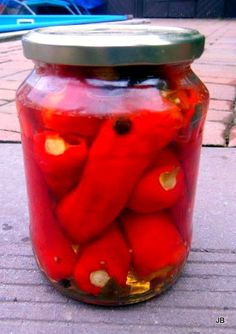kg kozích rohů Nálev: l vody l octa 1 lžíce olivového oleje 60 g… Vegetable Recipes, Preserves, Pickles, Kimchi, Salsa, Mason Jars, Food And Drink, Homemade, Canning