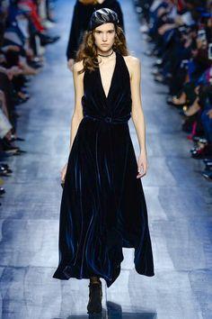 Christian Dior Fall 2017 Ready-to-Wear Fashion Show