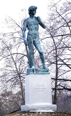 Copy of Michelangelo's 'David' in Buffalo, New York. The original stands in the academy of fine arts in Florence, Italy. This particular copy by the founder Angelus & Sons was purchased at the Paris Exposition in 1900 and gifted to the City of Buffalo Historical Society by Andrew Langdon. A bronze replica of David by Florentine founder Clemente Papi is located in the Piazzetta Michelangelo in Florence, while a replica by the Fondaria Artistica of Rome is located in Sioux Falls, SD.