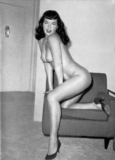 Hot Nude Womens Legs