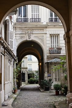 Parisian courtyard | RL Photography