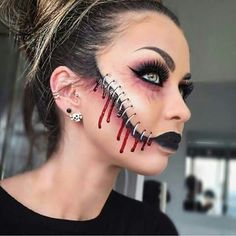 Halloween - Make-up Schminke und Co. Halloween - Make-up Schminke und Co. Maquillage Halloween Zombie, Creepy Halloween Makeup, Scary Makeup, Halloween Looks, Sfx Makeup, Halloween Party, Simple Halloween Makeup, Makeup Cosmetics, Creepy Doll Makeup