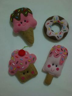 Sorvetinho: 11x7 Picolé: 11x5 Donut: 7cm Cupcake: 8x8 Felt Animal Patterns, Felt Crafts Patterns, Fabric Crafts, Diy And Crafts, Arts And Crafts, Crafts For Kids, Felt Bookmark, Christmas Craft Fair, Felt Decorations