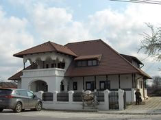 Casele rustice un nou trend in constructiile civile Hut House, Visit Romania, Colonial House Plans, General Construction, Hip Roof, House Elevation, Home Fashion, Modern House Design, Traditional House