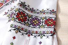 Towel Embroidery, Folk Embroidery, Christmas Embroidery, Beaded Embroidery, Crochet Baby Socks, Folk Fashion, Pattern Fashion, Bargello, Smocking