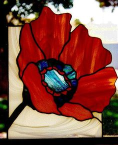 Poppy Mosaic Patterns for Beginners Stained Glass Quilt, Stained Glass Designs, Stained Glass Panels, Stained Glass Projects, Stained Glass Patterns, Mosaic Patterns, Leaded Glass, Mosaic Flowers, Stained Glass Flowers
