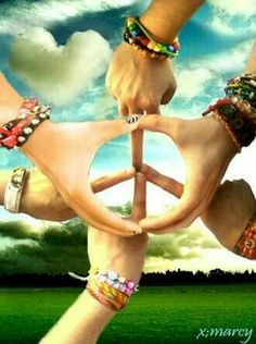 I'm thankful for all the young people who believe in Peace! Thanks to my daughter whom I lost in She taught me about Peace, Love, and Understanding! by viola Hippie Peace, Happy Hippie, Hippie Love, Hippie Chick, Hippie Vibes, Peace Sign Images, Peace Signs, Peace Sign Hand, Peace On Earth